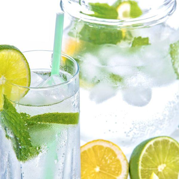 Acqua e limone pro e contro