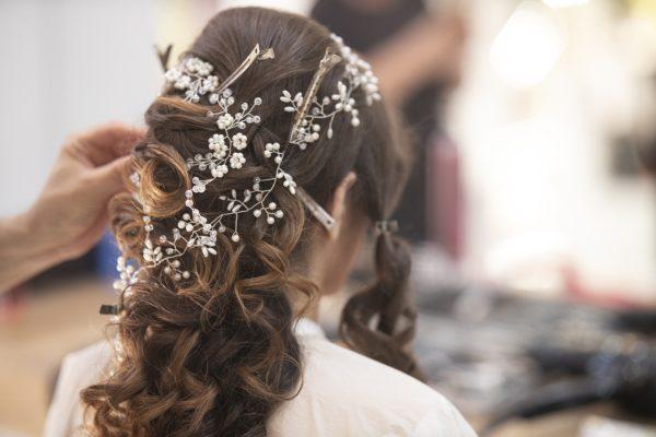 Capelli lunghi prima del matrimonio: come curarli